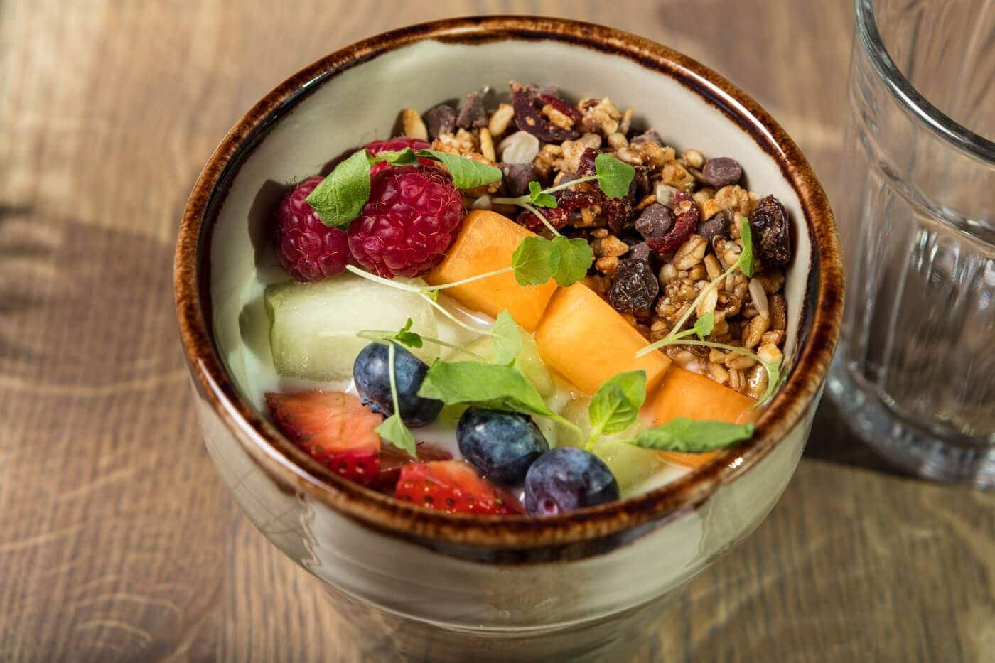 food-photography-yoghurt-vers-fruit-granola-bleecker-coffee-and-more