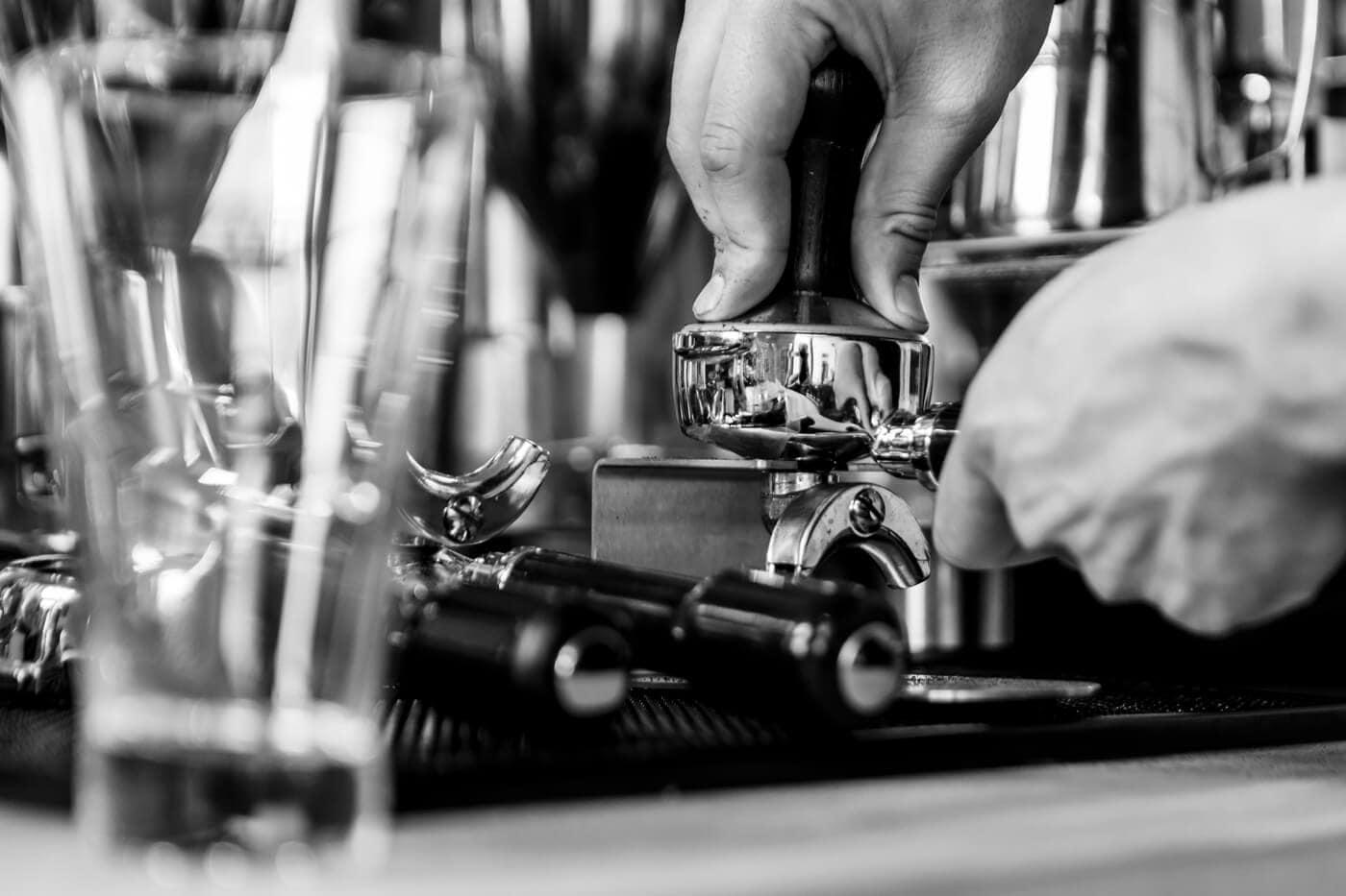 koffie-fotografie-zwart-wit-zetten-bleecker-coffee-and-more