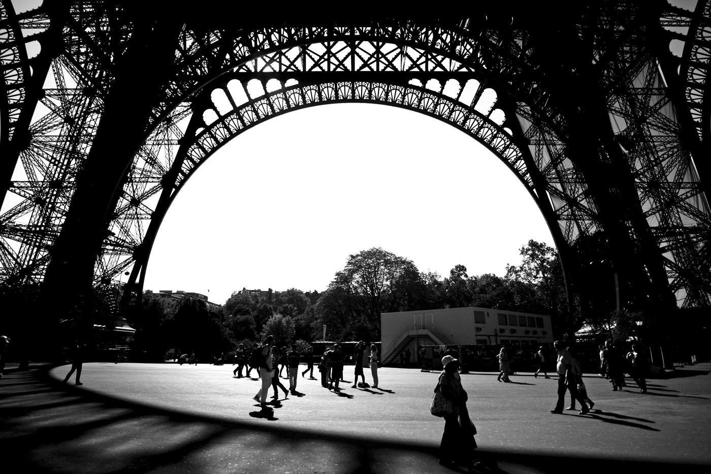 eiffeltoren-fotografie-parijs-zwart-wit
